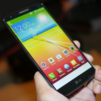 LG G2 hands-on video | PhoneArena reviews